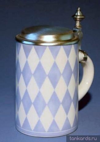 Пивная кружка из фарфора с оловянной крышкой и рисунком флага Баварии