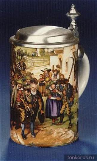 Кружка для пива с крышкой. На кружку нанесено изображение сельской жизни