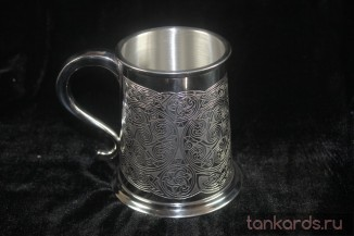 Пинтовая кружка покрытая кельтским орнаментам