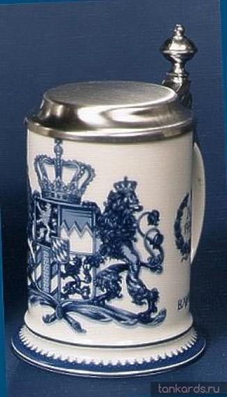 Керамическая пивная кружка с оловянной крышкой и изображением герба 1794 года в синем цвете