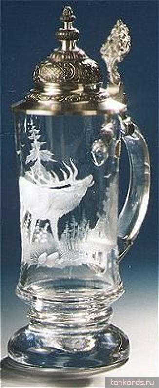 Хрустальная пивная кружка подарочная с гравировкой оленя