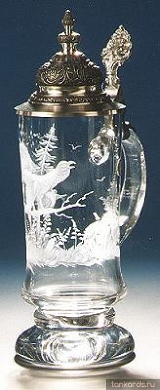 Хрустальная пивная кружка с конусообразной крышкой и выразительным основанием и изображением куропатки