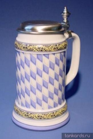Немецкая фаянсовая литровая пивная кружка с крышкой и рисунком баварского флага
