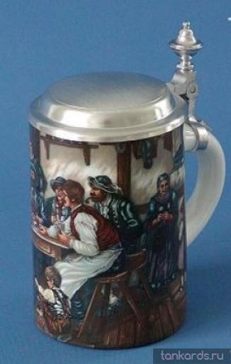 Кружка для пива с крышкой с изображением сцен сельской жизни: люди в пабе