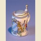 Небольшая кружечка с крышкой с нанесенным изображением герба Баварии