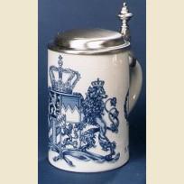 Керамическая кружка с плоской крышкой с гербом Королевства Бавария синего цвета