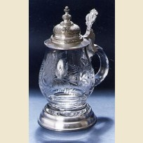 Стеклянная пивная кружка с нанесенной резьбой по стеклу
