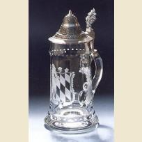 Кружка из стекла с конусообразной крышкой посвященная Баварии
