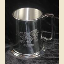 Оловянная сувенирная пивная кружа объемом одна пинта из Уэльса с изображением дракона