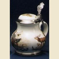 Керамический коллекционный кувшин для пива с изображением оленя