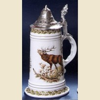 Немецкая керамическая пивная кружка с крышкой и утолщенным дном с изображением оленя