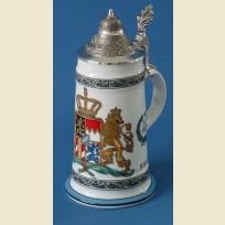 Кружка с конусообразной крышкой и рисунком цветного герба Королевства Бавария 1794 года