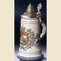 Немецкая керамическая кружка с конусовидной оловянной крышкой и стилизованным гербом Баварии