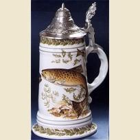 Кружка с крышкой и утолщенным дном с изображением форели.
