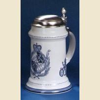 Керамическая кружка с крышкой и изображением герба 1755 года в синем цвете