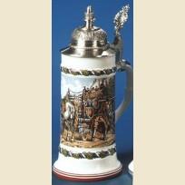 Фарфоровая кружка с устойчивым дном, куполообразной крышкой и изображением перевозки пивных бочонков.