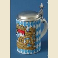 Немецкая пивная кружка с плоской оловянной крышкой с изображением герба и флага Баварии